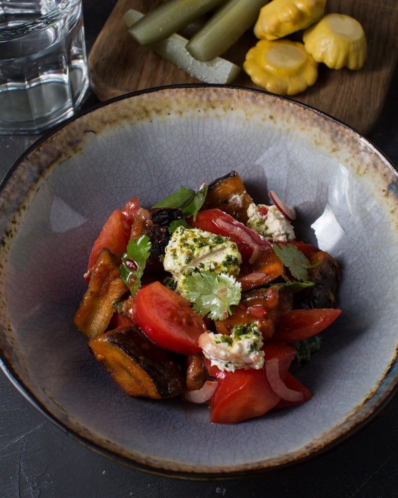Салат с хрустящими баклажанами .jpg